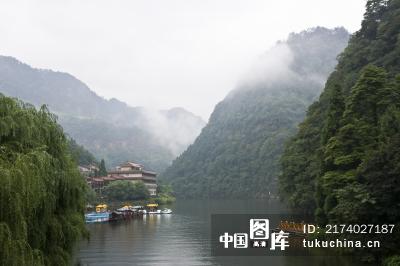重庆市江津区四面山风景区龙潭湖雾景
