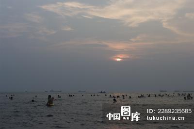 北海银滩 夕阳下的海滨浴场