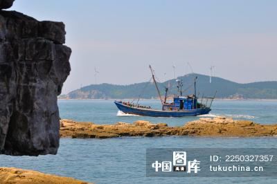 长岛九丈崖的渔船