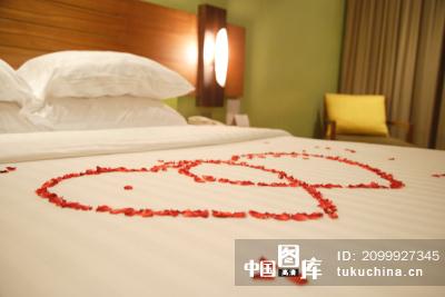 卧室心形顶设计图
