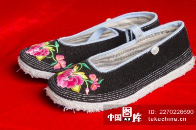 广西南丹县白裤瑶的手工布鞋