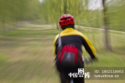 骑自行车的人背影骑自行车的人背影图片